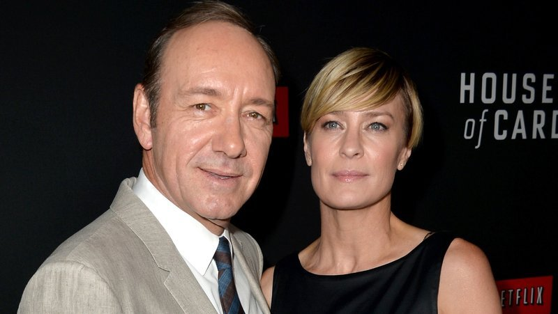 While you were asleep: Boris Johnson quits, internet circles around dancer, Robin Wright addresses Spacey (sort of)