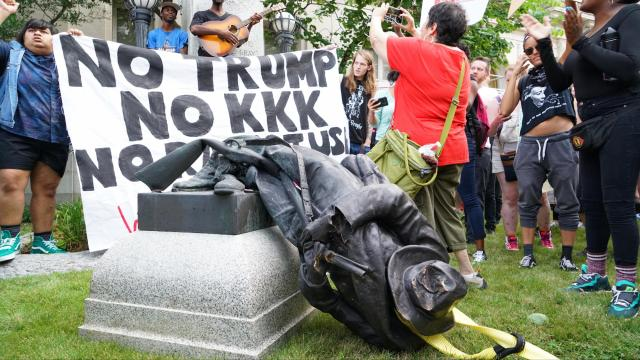 Poll: Majority of US citizens don't care about removal of Confederate statues