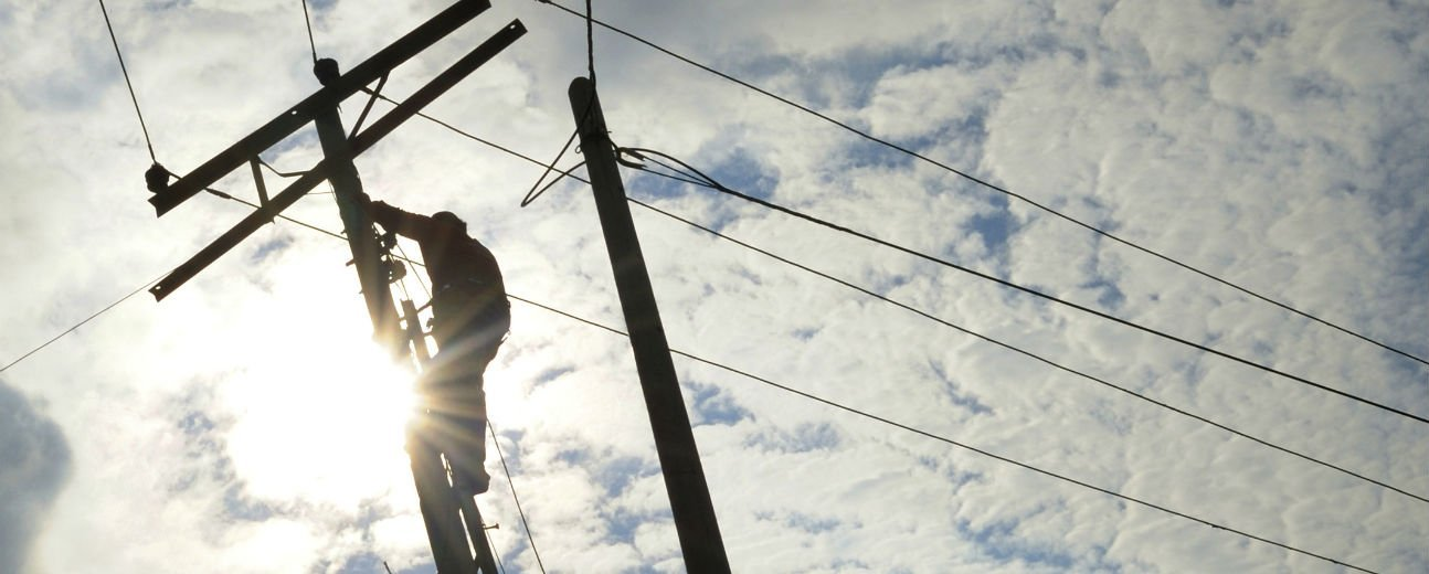 Consumers zapped by unfair electricity market: Report
