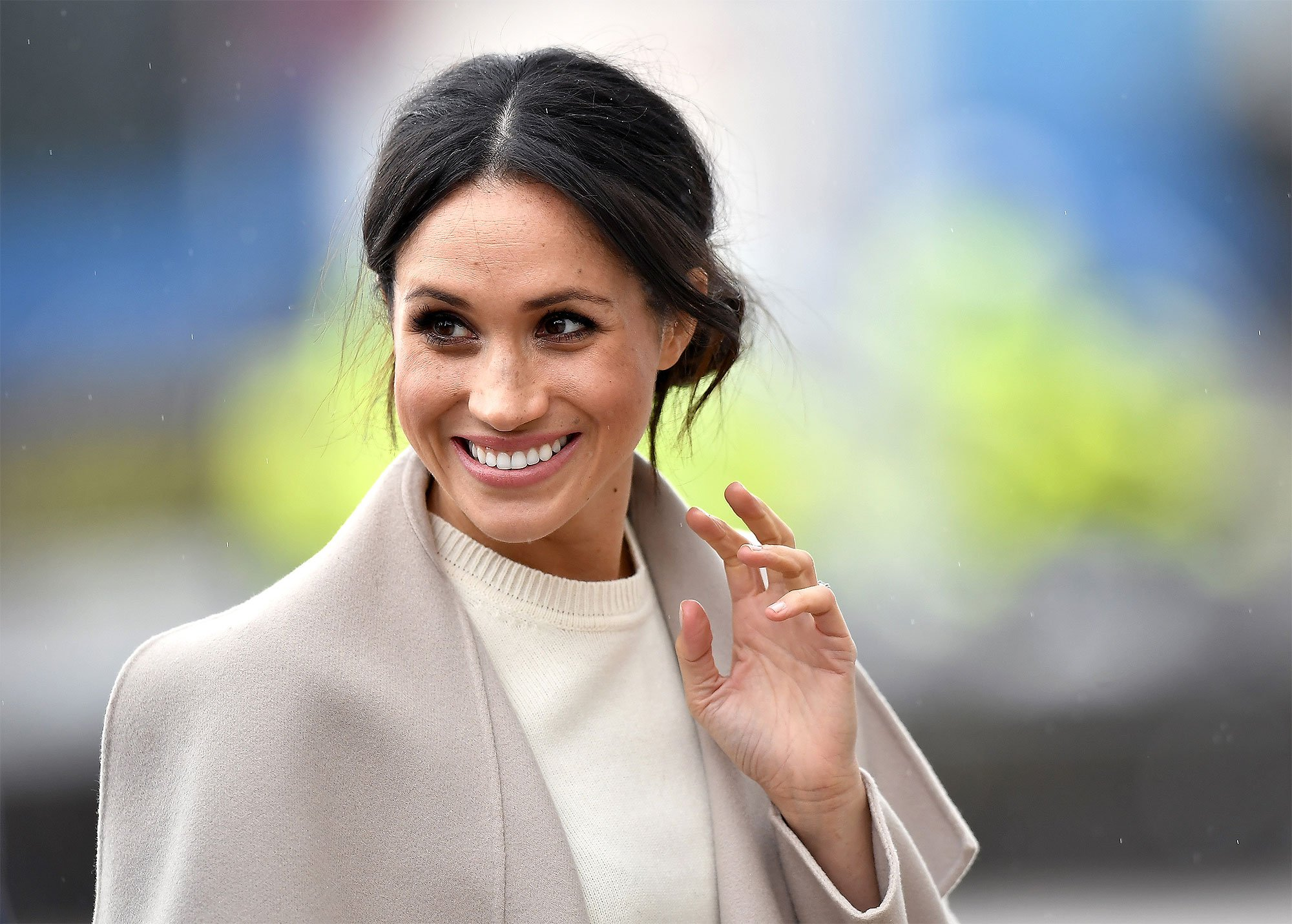 While you were asleep: Donald says something, Adult entertainment goes viral, Marie Claire outs Markle