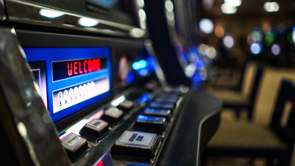 Woolwoths-owned venues fined for giving gamblers free alcohol